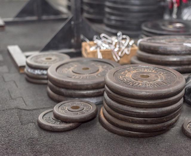 ćwiczenia na klatę siłownia