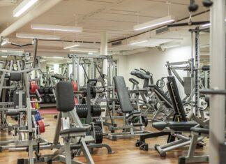 jak często ćwiczyć na siłowni